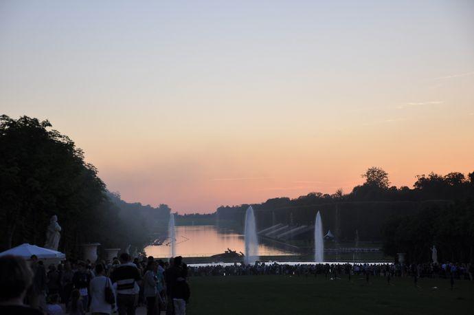 ヴェルサイユ宮殿の噴水 ヴェルサイユ噴水ショー 夕闇に映える噴水の華麗... ヴェルサイユ宮殿の